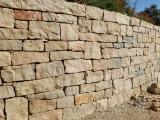Mur en pierre à bâtir clivée